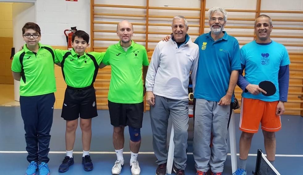 Mario, Robert y Javier posando co nel equipo de El Molar